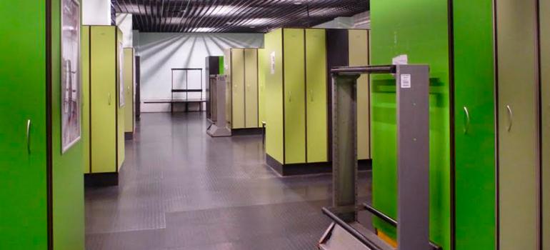 Укладка напольного покрытия в горнолыжном комплексе СНЕЖКОМ