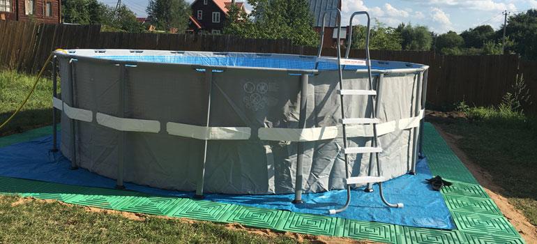 Напольное покрытие для бассейна на даче