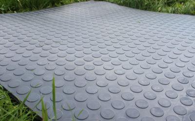 Напольные покрытия для улицы: резиновые и пластиковые (ПВХ)